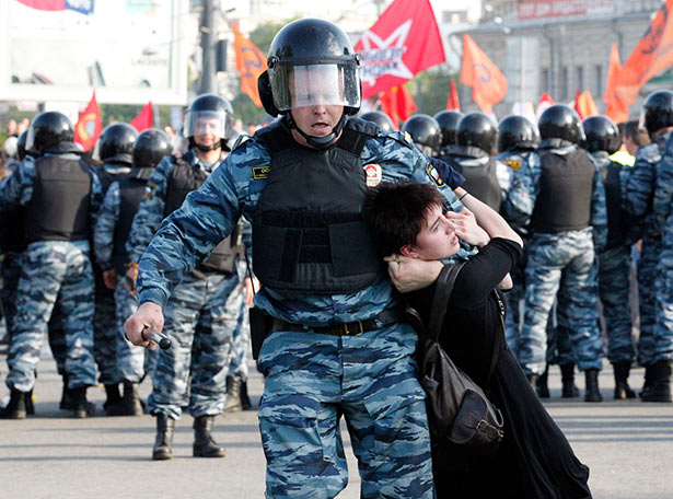 Spec Ops fighter clashes with a protester during March of the Millions